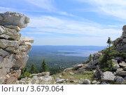 Вид с горного хребта на долину с озером. Стоковое фото, фотограф Павел / Фотобанк Лори