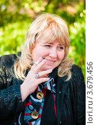 Купить «Женщина среднего возраста с сигаретой в руке», эксклюзивное фото № 3679456, снято 3 июня 2012 г. (c) Игорь Низов / Фотобанк Лори