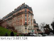 Купить «Угловой дом на Монмартре. Париж, Франция», фото № 3681124, снято 28 декабря 2011 г. (c) Светлана Колобова / Фотобанк Лори
