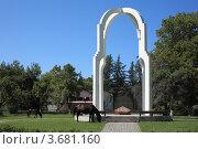 Купить «Памятник в Пицунде», эксклюзивное фото № 3681160, снято 11 июля 2012 г. (c) Игорь Веснинов / Фотобанк Лори