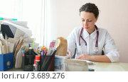 Купить «Врач со стетоскопом делает запись в историю болезни пациента в офисе», видеоролик № 3689276, снято 13 июля 2010 г. (c) Losevsky Pavel / Фотобанк Лори