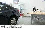 Купить «Черный автомобиль в салоне», видеоролик № 3689304, снято 13 июля 2010 г. (c) Losevsky Pavel / Фотобанк Лори