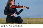 Купить «Женщина играет на скрипке», видеоролик № 3689332, снято 10 марта 2010 г. (c) Losevsky Pavel / Фотобанк Лори