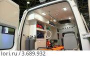 Купить «Машина скорой помощи с современным медицинским оборудованием», видеоролик № 3689932, снято 9 апреля 2010 г. (c) Losevsky Pavel / Фотобанк Лори