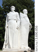 Красноармеец и казак - фрагмент мемориала (2012 год). Редакционное фото, фотограф Игорь Веснинов / Фотобанк Лори