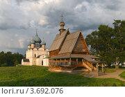 Купить «Суздальский Кремль летним вечером», фото № 3692076, снято 9 июля 2010 г. (c) Павел Широков / Фотобанк Лори