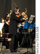 Юрий Башмет играет на альте (2012 год). Редакционное фото, фотограф Максим Судоргин / Фотобанк Лори