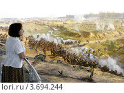 Купить «Москва. Музей Бородинская панорама. Женщина смотрит диораму.», эксклюзивное фото № 3694244, снято 23 мая 2012 г. (c) Дмитрий Неумоин / Фотобанк Лори