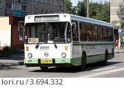 Купить «Балашиха, рейсовый автобус», эксклюзивное фото № 3694332, снято 12 августа 2011 г. (c) Дмитрий Неумоин / Фотобанк Лори