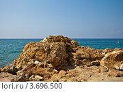 Море и камень в Салоу, Испания (2011 год). Стоковое фото, фотограф Артур Даминов / Фотобанк Лори