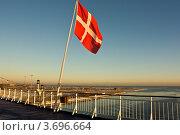 Датский флаг на пароме (2011 год). Стоковое фото, фотограф Артур Даминов / Фотобанк Лори
