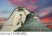 Купить «Царь-колокол в Московском Кремле на фоне неба с закатными облаками», фото № 3696892, снято 20 августа 2010 г. (c) Владимир Журавлев / Фотобанк Лори