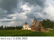 Купить «Небо над Суздальским Кремлем», фото № 3696960, снято 9 июля 2010 г. (c) Павел Широков / Фотобанк Лори