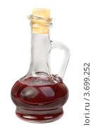 Маленький стеклянный графин с винным уксусом. Стоковое фото, фотограф Сергей Гнилосыр / Фотобанк Лори