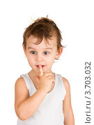 Портрет хорошенького маленького мальчика на белом фоне. Стоковое фото, фотограф Константин Примачук / Фотобанк Лори