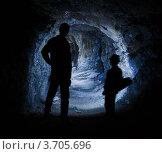 Купить «Силуэты на фоне пещеры», фото № 3705696, снято 14 июля 2012 г. (c) Михаил Павлов / Фотобанк Лори