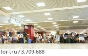 Купить «Люди с багажом в Леонардо да Винчи - Фьюмичино аэропорту(Таймлапс)», видеоролик № 3709688, снято 24 августа 2010 г. (c) Losevsky Pavel / Фотобанк Лори