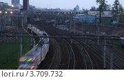 Купить «Движение электропоезда по рельсам, вечер(Таймлапс)», видеоролик № 3709732, снято 24 августа 2010 г. (c) Losevsky Pavel / Фотобанк Лори