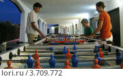 Купить «Семья играет в настольный футбол(Таймлапс)», видеоролик № 3709772, снято 15 сентября 2010 г. (c) Losevsky Pavel / Фотобанк Лори