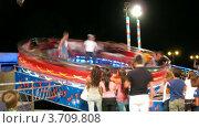 Купить «Люди отдыхают на аттракционах в парке(Таймлапс)», видеоролик № 3709808, снято 16 сентября 2010 г. (c) Losevsky Pavel / Фотобанк Лори