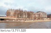 Купить «Набережная в Париже, вид со стороны Сены, Франция», видеоролик № 3711320, снято 11 октября 2010 г. (c) Losevsky Pavel / Фотобанк Лори