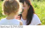 Купить «Девочка рассматривает маму через лупу», видеоролик № 3711572, снято 4 ноября 2010 г. (c) Losevsky Pavel / Фотобанк Лори