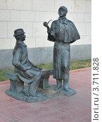 """Купить «""""Шерлок Холмс и доктор Ватсон"""", скульптура у посольства Великобритании в Москве», эксклюзивное фото № 3711828, снято 14 июля 2012 г. (c) Dmitry29 / Фотобанк Лори"""
