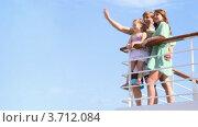 Купить «Семья машет руками с палубы корабля», видеоролик № 3712084, снято 19 декабря 2010 г. (c) Losevsky Pavel / Фотобанк Лори