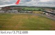 Купить «Самолет идет на посадку. Вид на город из иллюминатора», видеоролик № 3712688, снято 3 декабря 2010 г. (c) Losevsky Pavel / Фотобанк Лори