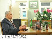 Купить «Писатель Даниил Корецкий», фото № 3714020, снято 20 апреля 2012 г. (c) Владимир Кардаков / Фотобанк Лори
