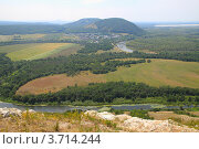 Пейзаж с горной вершины с видом на Шиханы. Стоковое фото, фотограф Петр Карташов / Фотобанк Лори