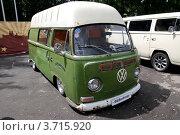 Купить «Ретроавтомобиль. Микроавтобус Volkswagen», фото № 3715920, снято 21 июля 2012 г. (c) Илюхина Наталья / Фотобанк Лори