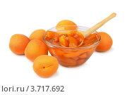 Купить «Абрикосы и абрикосовый джем на белом фоне», фото № 3717692, снято 29 июля 2012 г. (c) Антон Стариков / Фотобанк Лори