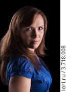Портрет молодой женщины в синей блузке, черный фон. Стоковое фото, фотограф Vycheslav Leskovskiy / Фотобанк Лори