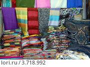 Купить «Рынок в Стамбуле, Турция. Продажа шалей и платков», фото № 3718992, снято 20 января 2011 г. (c) Светлана Колобова / Фотобанк Лори