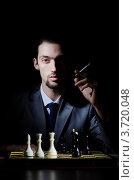 Купить «Шахматист с сигаретой», фото № 3720048, снято 7 февраля 2012 г. (c) Elnur / Фотобанк Лори