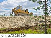 Купить «Строительство дороги на месторождение в западной Сибири», фото № 3720556, снято 3 августа 2012 г. (c) Икан Леонид / Фотобанк Лори