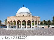Захоронение около мавзолея Habib Bourguiba в городе Monastir, Tunisia (2012 год). Редакционное фото, фотограф Кекяляйнен Андрей / Фотобанк Лори