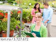 Купить «Девушка-флорист за работой в магазине для сада», фото № 3727672, снято 21 мая 2012 г. (c) CandyBox Images / Фотобанк Лори