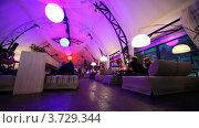Купить «Люди отдыхают в Look in ROOMS клубе», видеоролик № 3729344, снято 23 декабря 2010 г. (c) Losevsky Pavel / Фотобанк Лори