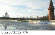 Купить «Зимняя прогулка в лодке рядом с Кремлем (тайм лапс)», видеоролик № 3729716, снято 18 марта 2011 г. (c) Losevsky Pavel / Фотобанк Лори
