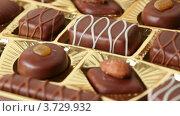 Купить «Шоколадные конфеты», видеоролик № 3729932, снято 27 марта 2011 г. (c) Losevsky Pavel / Фотобанк Лори