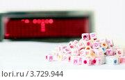 Купить «Вращающиеся блоки с буквами на белом перед табло», видеоролик № 3729944, снято 31 марта 2011 г. (c) Losevsky Pavel / Фотобанк Лори