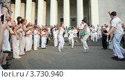 Купить «Уличные танцоры», видеоролик № 3730940, снято 14 марта 2011 г. (c) Losevsky Pavel / Фотобанк Лори