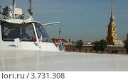 Купить «Вид на Петропавловскую крепость с борта корабля», видеоролик № 3731308, снято 17 апреля 2011 г. (c) Losevsky Pavel / Фотобанк Лори