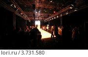 Купить «Посетители расходятся в конце показа мод», видеоролик № 3731580, снято 24 декабря 2010 г. (c) Losevsky Pavel / Фотобанк Лори