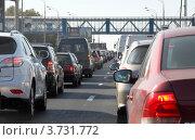 Купить «Автомобили стоят в небольшой пробке перед светофором», фото № 3731772, снято 2 августа 2012 г. (c) Андрей Ерофеев / Фотобанк Лори