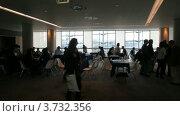 Купить «Люди сидят за столами в конференц-зале CEPIC Congress 2010 в Дублине», видеоролик № 3732356, снято 28 декабря 2010 г. (c) Losevsky Pavel / Фотобанк Лори