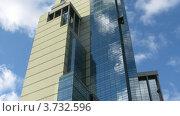 Купить «Московский небоскреб на фоне облаков на небе, таймлапс», видеоролик № 3732596, снято 21 декабря 2010 г. (c) Losevsky Pavel / Фотобанк Лори