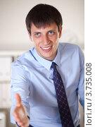 Купить «Молодой бизнесмен подает руку для рукопожатия», фото № 3735008, снято 18 сентября 2011 г. (c) Великова Ирина Николаевна / Фотобанк Лори